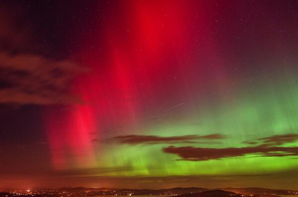 #Aurora photographed by flickr user paddyrathbone on Feb 27 @ Lough Swilly, Ireland http://t.co/0twEZFAzSQ http://t.co/CGx8LMML9G