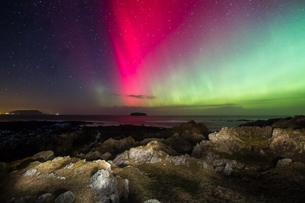 Northern lights photographed by Brendan Diver on Feb 28 @ Clonmany, Ireland http://t.co/sIY1FDmVbc #aurora http://t.co/kMlPguRilz