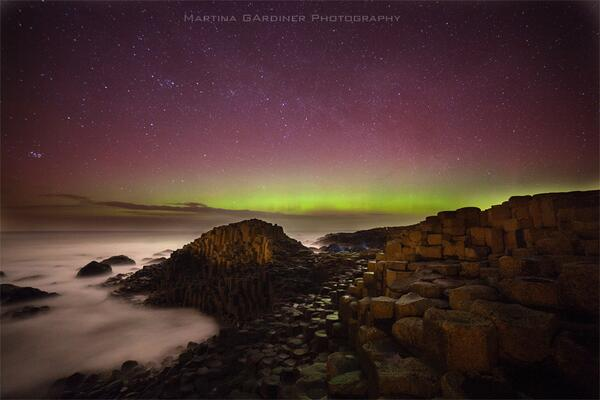 Are our Giants painting the sky? #Ireland RT @martinagardiner: Tonight's #aurora at the Giant's Causeway, Co. Antrim http://t.co/JornMjwWTL