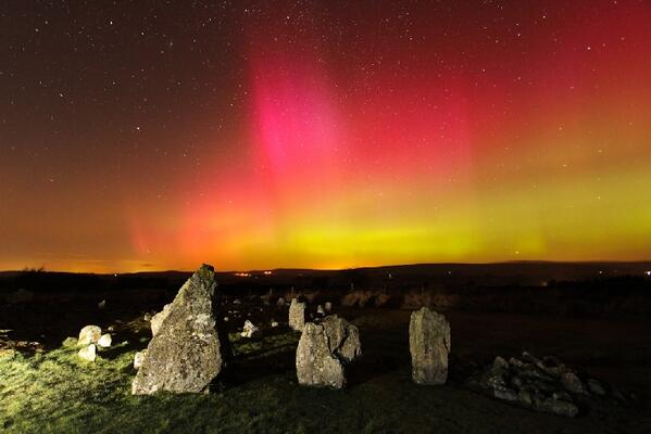 Northern lights & ancient stone circles photographed by Martin McKenna in Ireland http://t.co/d3FXmnNHC3 #aurora http://t.co/bwEXIk3Bqa