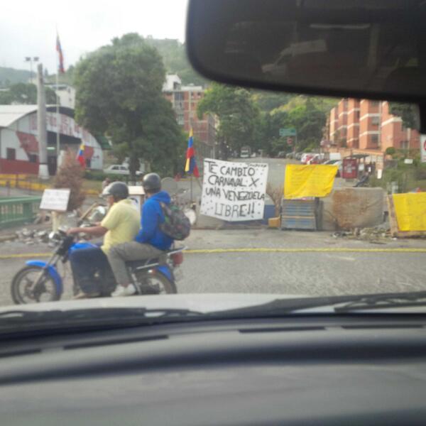 Así amaneció La Trinidad #28F http://t.co/1BqadJ7zLA    http://t.co/ZEFYWix0uq