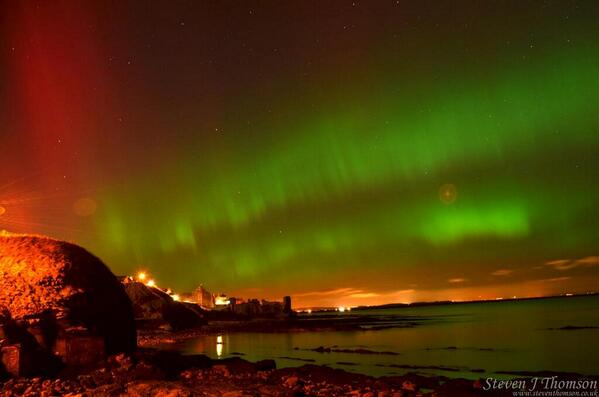 An incredible shot of the #aurora over St Andrews Castle (@welovehistory) last night by @PhysicsSteve http://t.co/le9R1kywiW