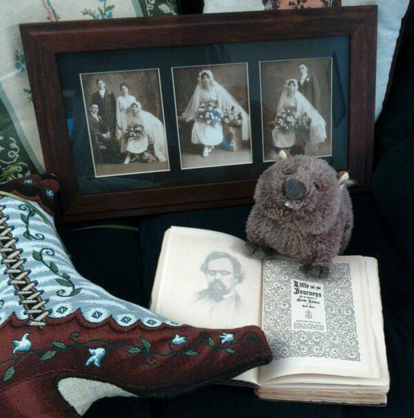 Lady MacW wishes Mr Hubbard had made a little journey to our home & told us about these mystery lovers. #wombatfriday http://t.co/d67rHHdZ2o