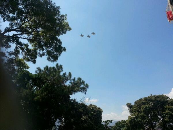 10:32 AM Aviones Sukhoi (3) sobrevuelan Caracas http://t.co/35j7gngvlT