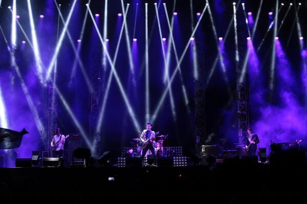 #RockNCoke2013'te izlediğin Arctic Monkeys var ya, Brit Awards'ta yılın albümü ödülünü aldı. Belliydi. http://t.co/0IWA0AvFSE