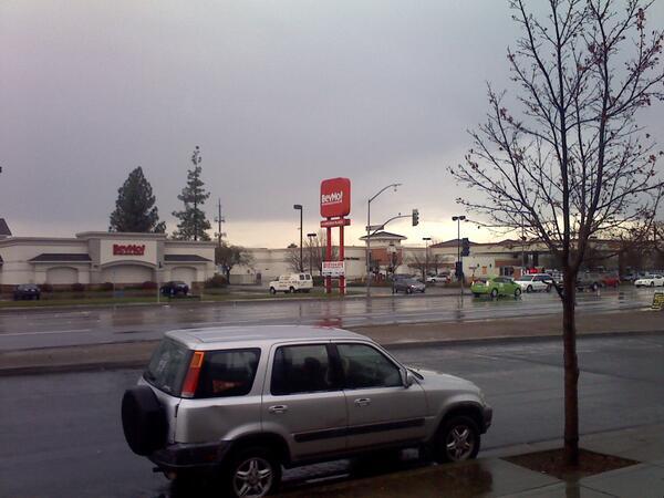 More rain in Stockton..... #ilovetherain http://t.co/lvDUWmFqB3