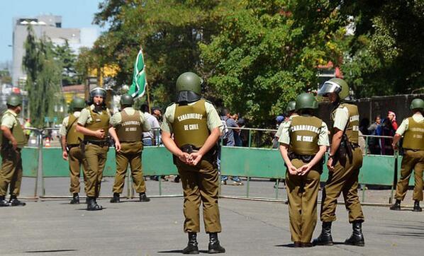 AHORA:PARA JUICIO DE CELESTINO CORDOVA, tres anillos de seguridad y más de 100 policías resguardan Tribunal de Temuco http://t.co/wJoKOBNrOX