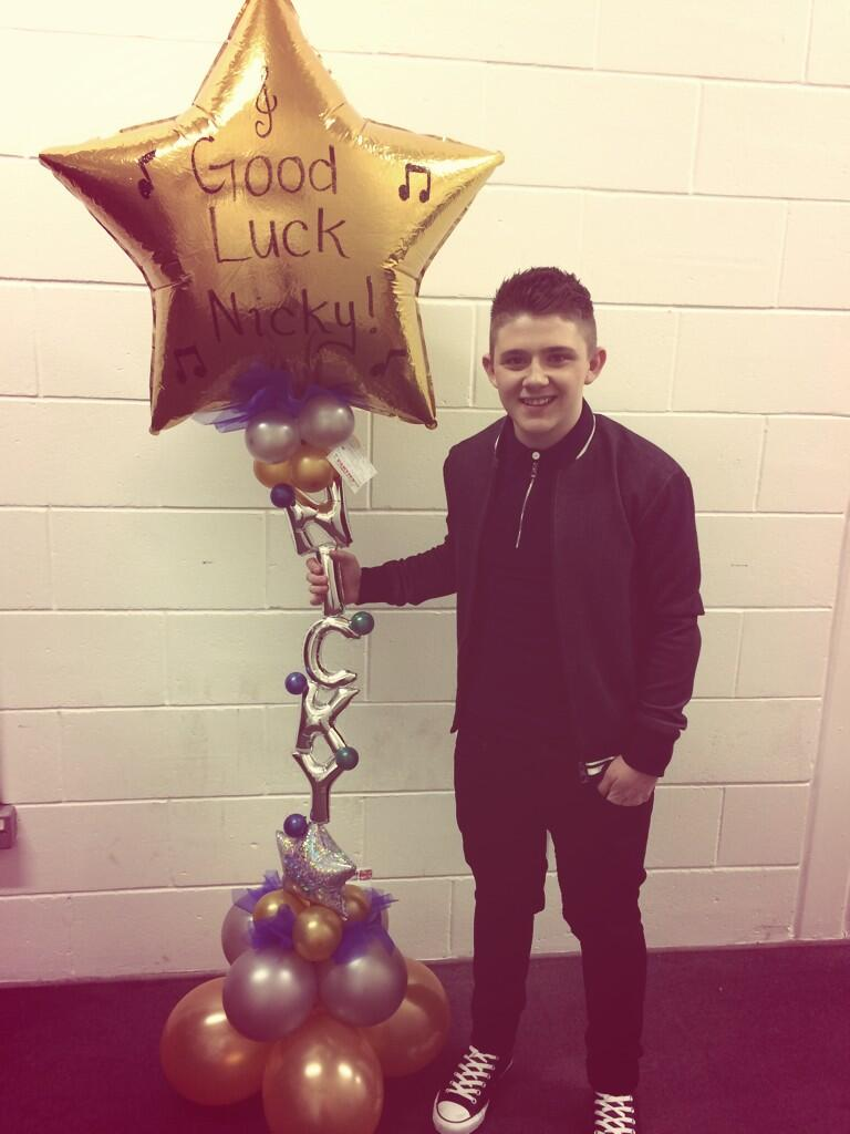 Thank you so much mum&dad for my little surprise before tonight's show I love you's 💙 http://t.co/4FYqIfmyyn