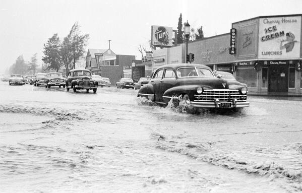 .@LosAngelesRain, 1952 edition. Here's a flooded Ventura Blvd in Sherman Oaks: http://t.co/7fUNzDY2YP http://t.co/XDdiVbec0p