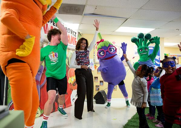.@FLOTUS & kids joined Erica Eggplant, Brian Broccoli, & Colby Carrot for their @SuperSprowtz Power Dance! #LetsMove http://t.co/dLWhJ2HjgP
