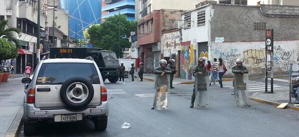 Piquete en la Candelaria por la este 3 tratando de amedrentar http://t.co/ZaZfmrv5D2 (via @lchevy76) #Caracas #Venezuela #1M