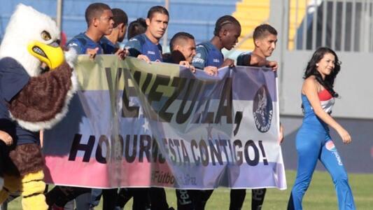 Por que sera? RT Multan a equipo de fútbol hondureño con USD500 por mostrar apoyo a Venezuela. Gracias, @MOTAGUAcom http://t.co/tPeo4RLp00