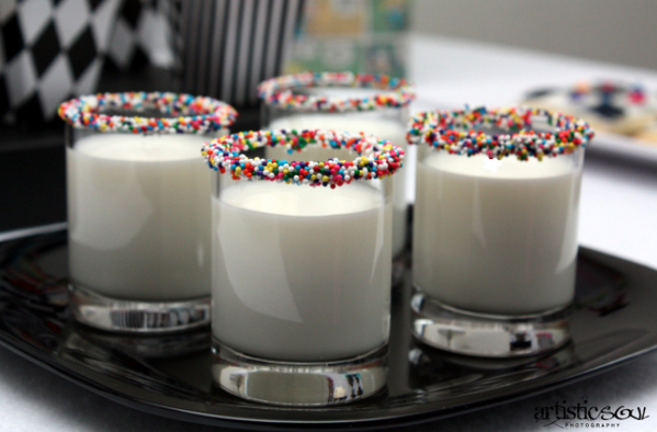 What an amazing idea…Milk and Sprinkles Shots! This is great to serve at parties for adults and kids! http://t.co/nok3dSKL9k