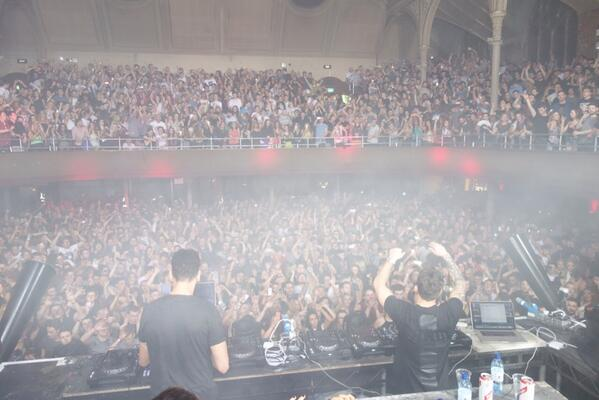 Me and @hotsince82 Manchester last night , it wasn't that busy tho http://t.co/l5BO9HOfJO
