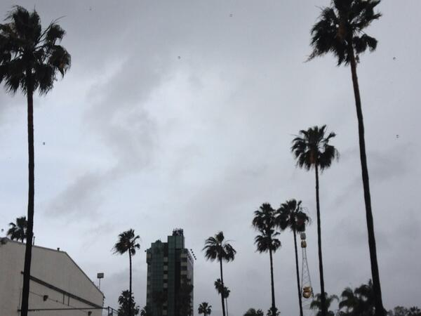 Pouring here in Hollywood. Expect periods of heavy rain all day. http://t.co/Mv4WIDJ9ki