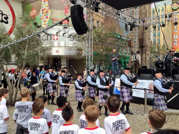 We are officially underway @NYNYVegas bagpipes, @ccsd Bonner Boys & @chetbuchanan #braveashave http://t.co/EhJHhnR31M