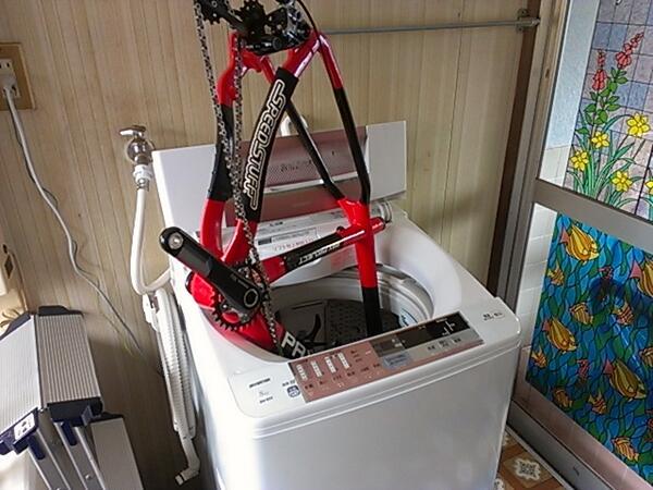 パックスサイクルでは年間100回以上自転車を洗います。それは自転車を良い状態で乗るには洗車が欠かせないからと思うからです。さてここでパックスサイクルの洗車風景を見てみましょう。 http://t.co/G6CvRCo0jx