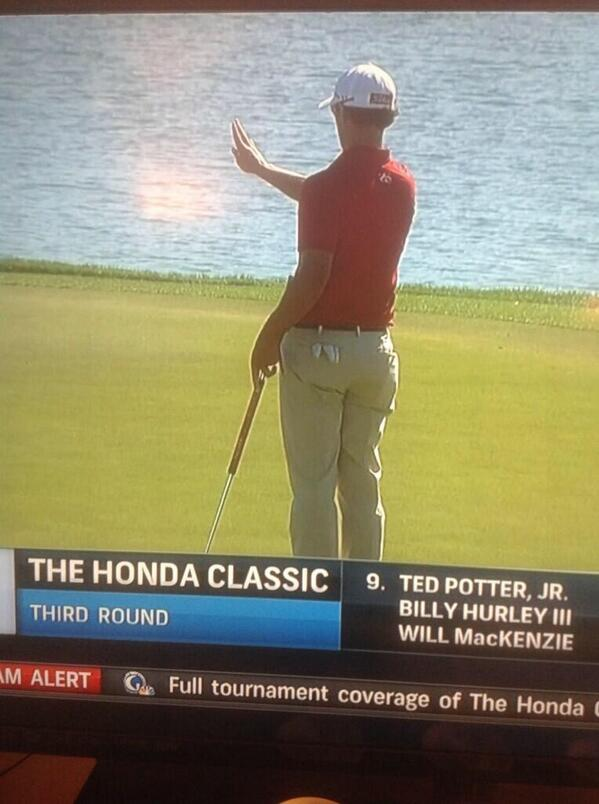 Adam Scott using AimPoint express read during Honda classic ....... History being made, the read that will change all http://t.co/47gTZ1Gldz