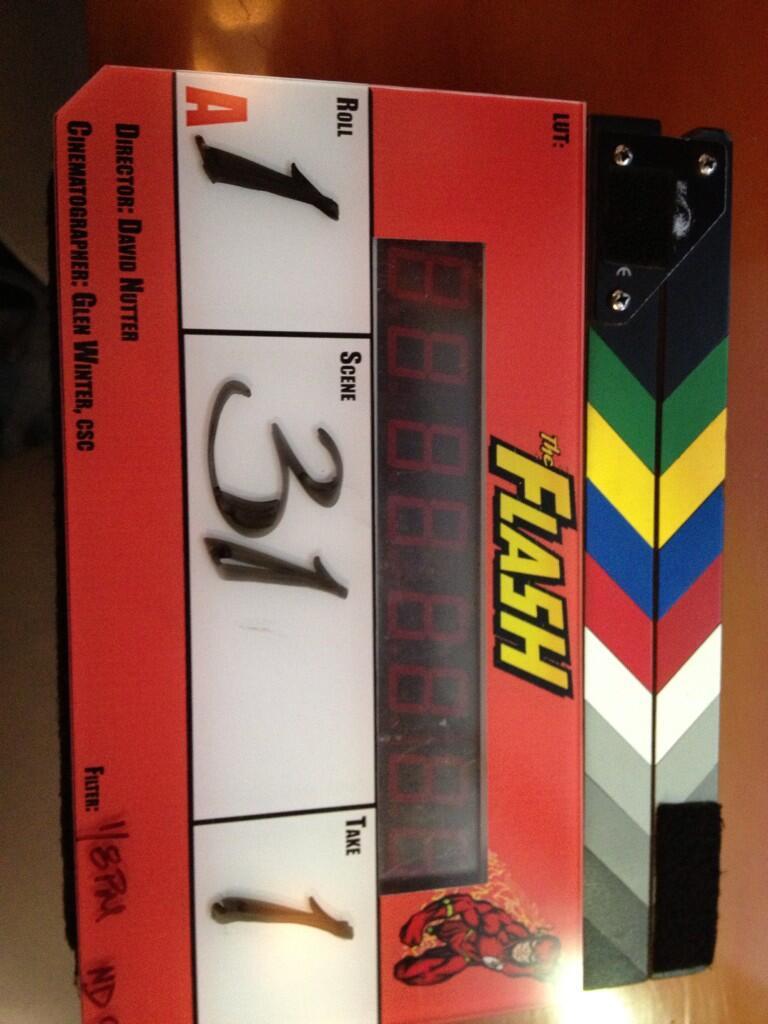 [TV] The Flash - Jay Garrick escolhido! - Página 3 BhvKw_mCAAAlrxw
