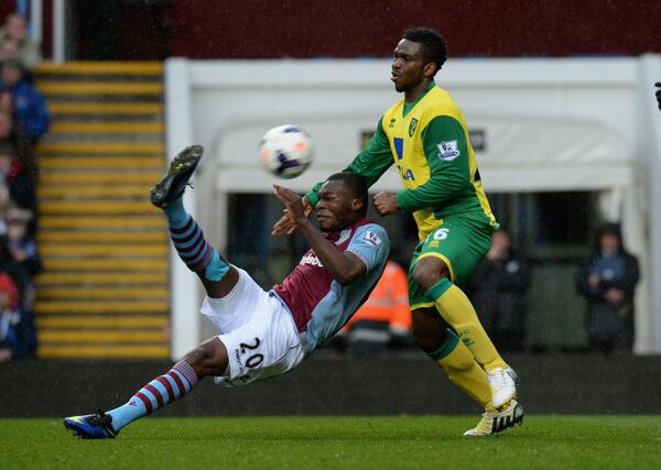 Bentekers! Christian Benteke (Aston Villa) scores a cracking volley golazo v Norwich [Vine]