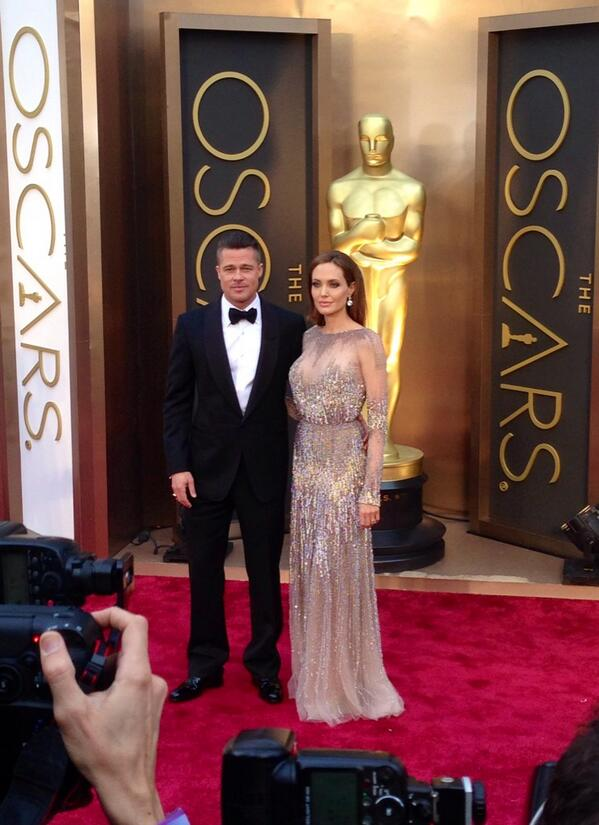 The king and queen have hit the carpet! #ERedCarpet #Oscars http://t.co/8LPq9J8JZ9