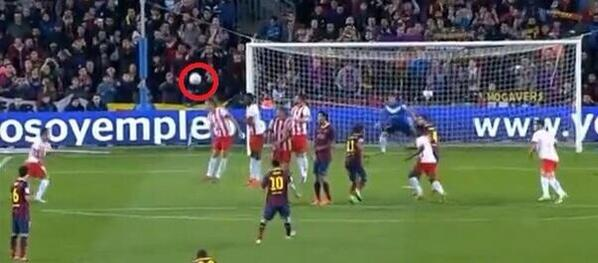Loop it like Leo! Barcelonas Messi scores incredible bender free kick golazo v Almeria [Pic & Vine]