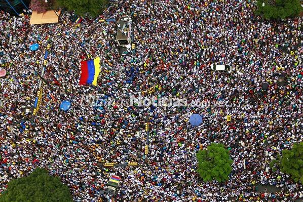 FOTOS   Así marcharon este domingo en Caracas los estudiantes opositores http://t.co/0YhfXNdwP1 #02M http://t.co/FNeBA5JTsU