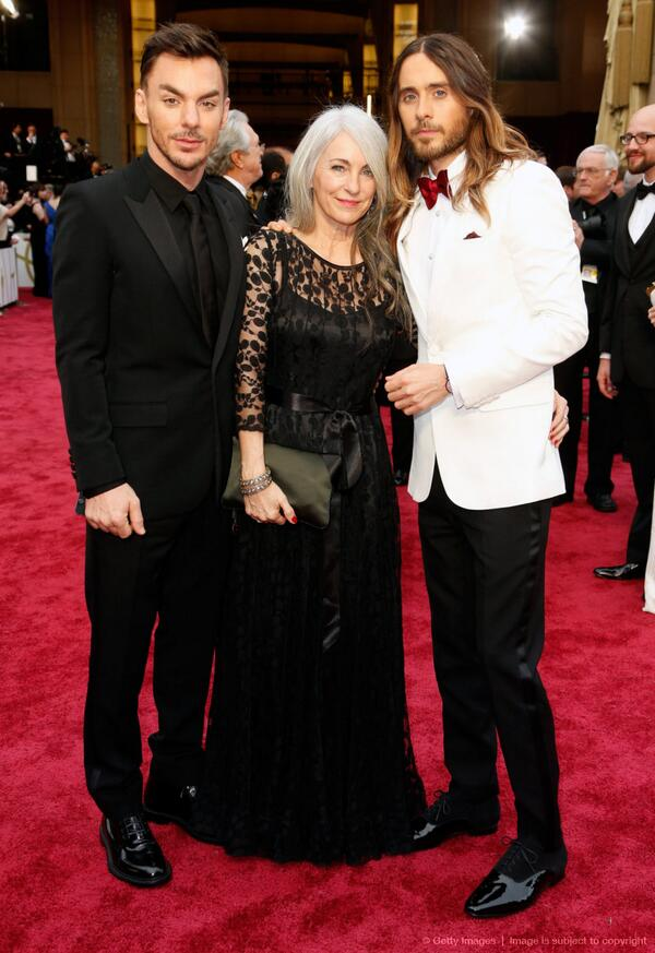 VIDEO | @JaredLeto, brother @ShannonLeto and their mom at the #Oscars2014 by @OnTheRedCarpet → http://t.co/XkkwDttWBm http://t.co/tqWNKbzROC