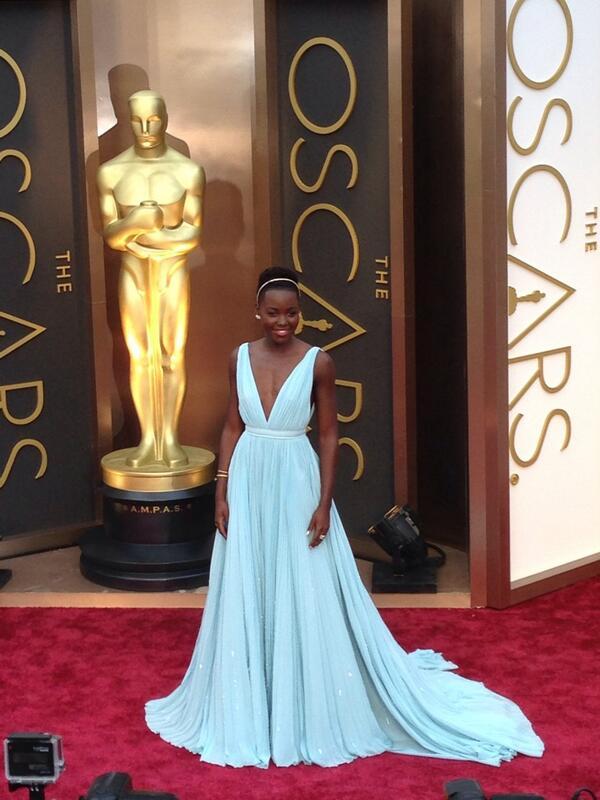 Lupita looking perfect in Prada! #ERedCarpet #Oscars http://t.co/8Pjh2FkCQv