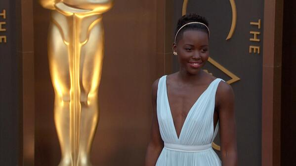Style icon @Lupita_Nyongo knows how to sass up even the shortest hairstyle. Love her! #WantThatHair http://t.co/6tJhQOZo8q