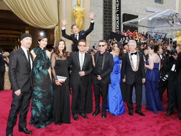 Best. Photobomb. EVER. #Oscars #Sherlock http://t.co/XmaEqJa4Vp