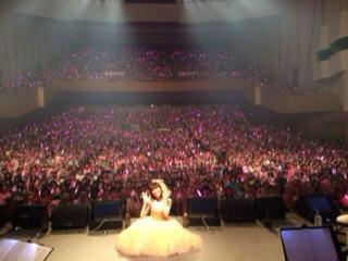 大阪公演終了しました。応援してくれてありがとう(*^_^*) みんなの気持ちが暖かくてゆかりは幸せだなって思いました。ツイート遅くなってごめんね。ゆかりは元気だよ!昨日来てくれた みなさんと記念写真! http://t.co/oo7BopsR2I