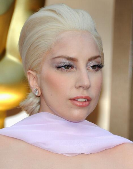 Um.. @ladygaga your lacefront is showing.. #OSCARS2014 http://t.co/rBxfMc5hsx