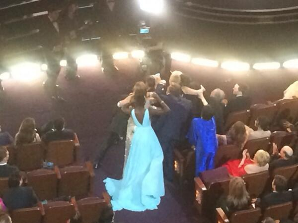 I CANT RT @EHolmesWSJ: RT @eorden: Poor Liza Minnelli! (in royal blue) RT @benfritz: No comment #Oscars http://t.co/ltMvNbagRc