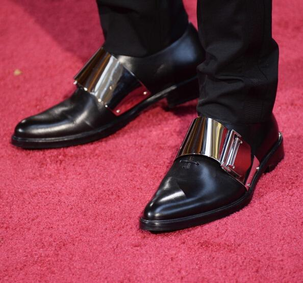 Can we get the deets on @michaelb4jordan 's shoes tho!? Fire!! #Oscars2014 http://t.co/7iSJtc4oBG