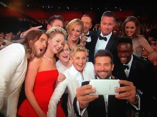 And the #Oscars2014 picture of the night goes to..... http://t.co/892I4VWq5A