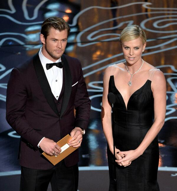 Chris Hemsworth and Charlize Theron are so attractive I think they broke my eyes. #Oscars http://t.co/dTbVsIWXff