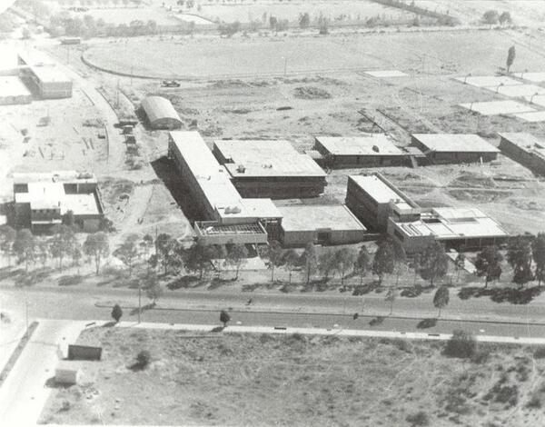 Bellísima vista aérea de la Facultad de Ingeniería de la UASLP hace algunas décadas. San Luis Potosí #Potosinos http://t.co/n4UJwwHBfm