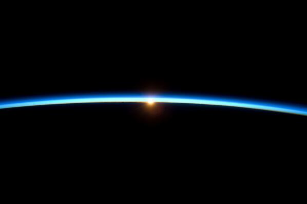 Congrats to #Gravity for another win at the #Oscars2014 for best director! Heres a #RealGravity look at sunset pic.twitter.com/Innj6UAlAC