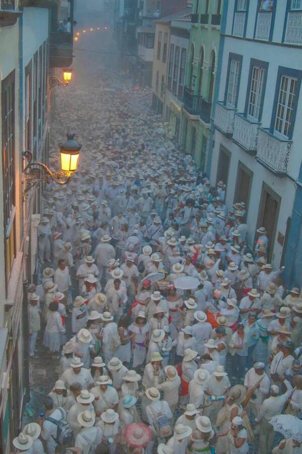 .@spain .@canarias_es .@CabLaPalma Llegó el gran día del Carnaval en #LaPalma: Los Indianos ¡A disfrutar! http://t.co/TAmR8kf2w0