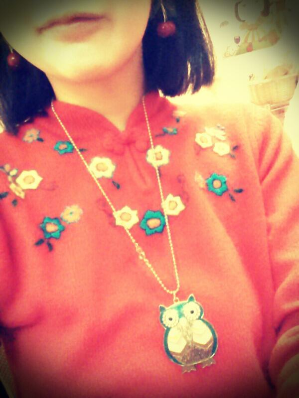 今日ドラマーさんに「そのセーター小学生みたい」と言われたけど、その通り、これは小6のときsuzutanで初めて自分で買った服でした。suzutanなつかしい