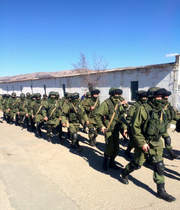 Ukraine Standoff: Militias Bolster Russian Troops Outside Base