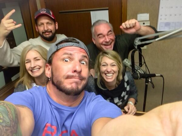 Piggy backing off Ellen's epic tweet that broke RT records.Let's see how many RT's we get!?!!! #loperandrandi #selfie http://t.co/yEvC8OJpkT