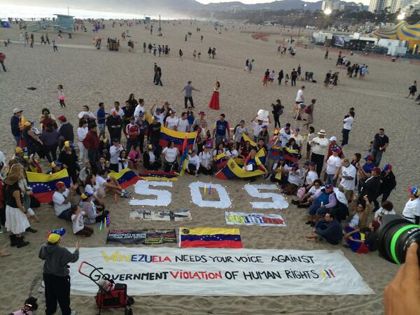 #SOSVzla @NBCLA Venezuela needs your voice against government violations of human rights. Now in Santa Monica Pier http://t.co/HtvTjxeUsy
