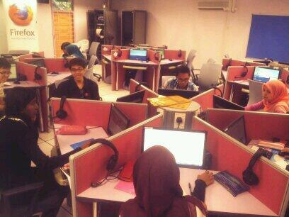 Second batch of great minds testing the localised #FirefoxBM here at UTM Skudai @twt_utm! :D http://t.co/LE0ulBt5j2
