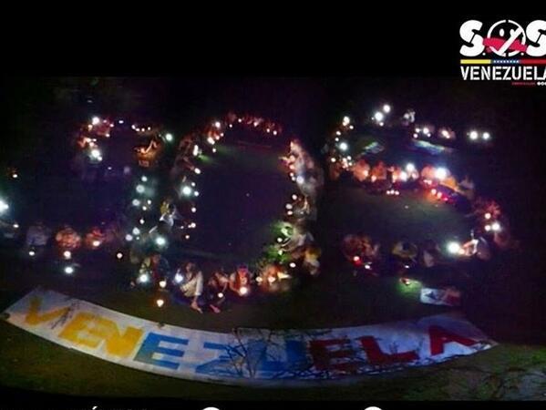 Monterrey México iluminando su solidaridad con un inmenso SOS para Venezuela http://t.co/FWnUoA4uJL