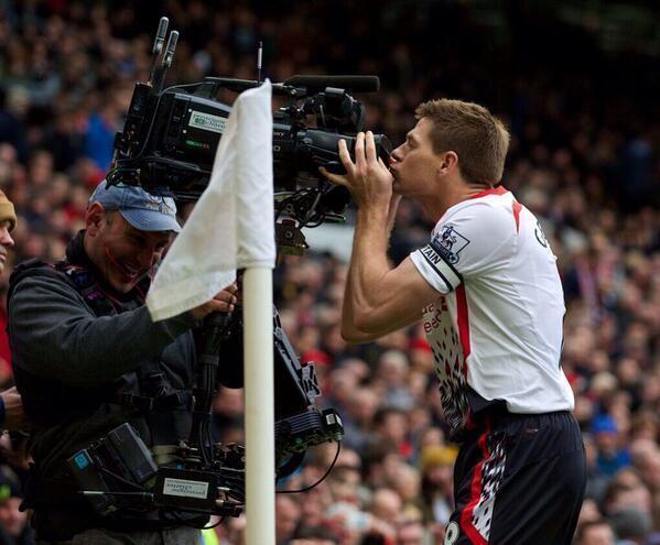 Full Time: @ManUtd 0-3 @LFC (Gerrard 2, Suarez) #YNWA #makeusdream http://t.co/s1vcfF7SCV
