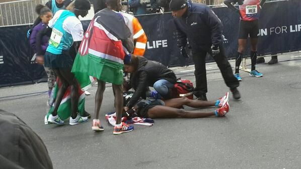 What Happened to Mo Farah after the race??... i can't see this!!..:(( http://t.co/3OoUBdBDq6