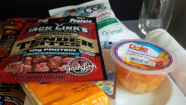 "This was the business class meal on @unitedairlines. ""Dog food""and canned fruit. No food in economy. #better off. http://t.co/BUQrEXkEkR"