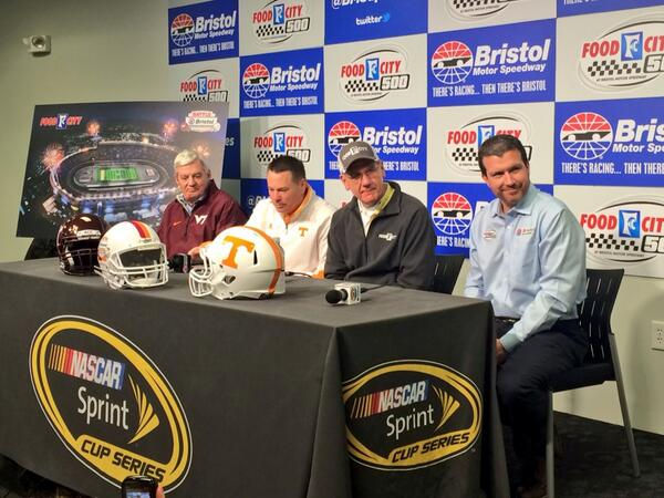 .@UTCoachJones & @VT_Football's Frank Beamer are the Grand marshals for the #FoodCity500! #BattleAtBristol -KC http://t.co/jfYTBc43hh